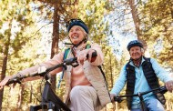 Deporte monitoreado en adultos mayores previene enfermedades, según experto