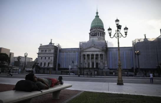 México extiende el cierre tras aumentar casos de COVID-19