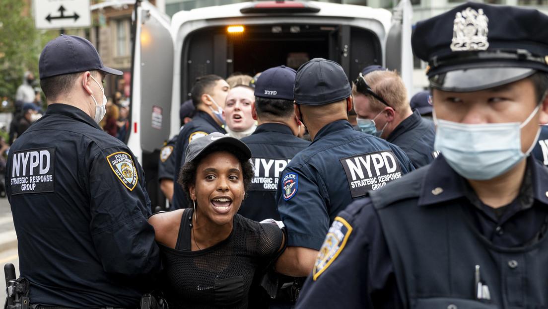 Arrestan en Nueva York a decenas de personas mientras las protestas por la muerte de George Floyd se extienden por EE.UU.