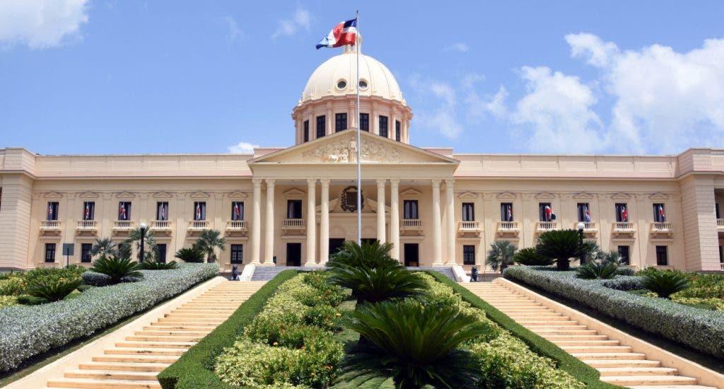 Abinader destituye 110 diplomáticos en Haití y otros países; designa gobernadoras El Seibo y María Trinidad Sánchez