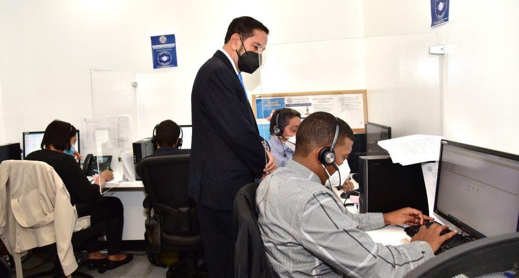 Cónsul dominicano en Nueva York inaugura centro de llamadas