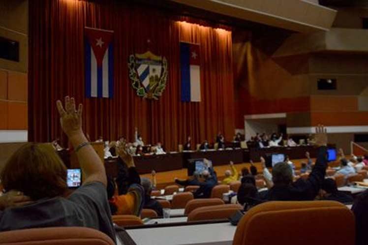 Aprueba Parlamento de Cuba leyes relativas a organización del Estado