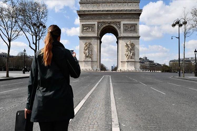 Francia regresa al confinamiento nacional, anuncia presidente