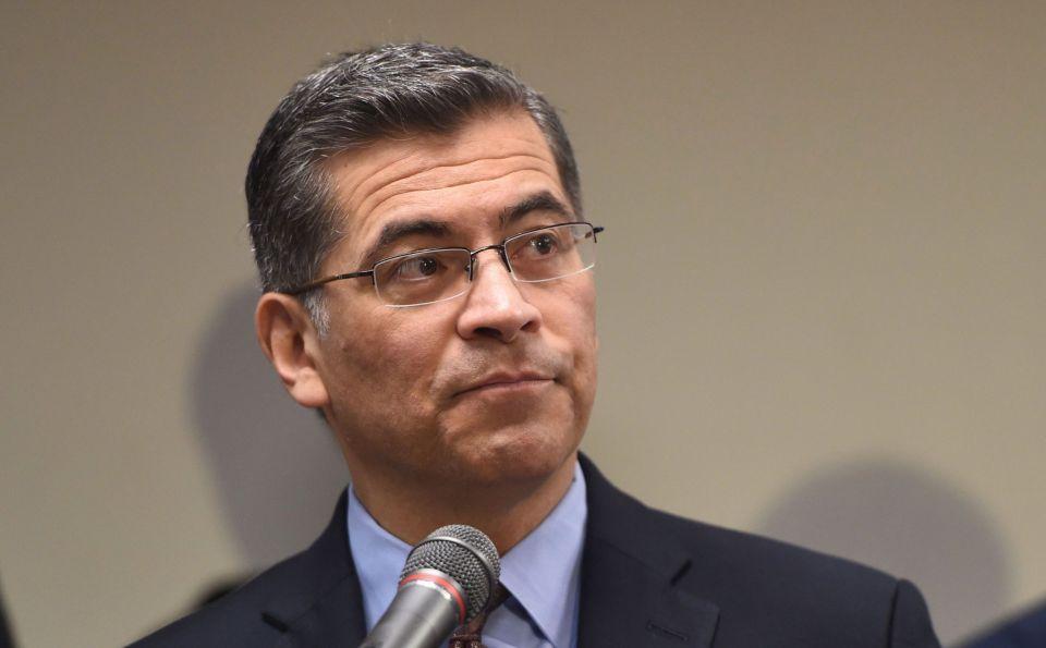 Coalición de grupos latinos pide a Biden que nombre al hispano Xavier Becerra como fiscal general