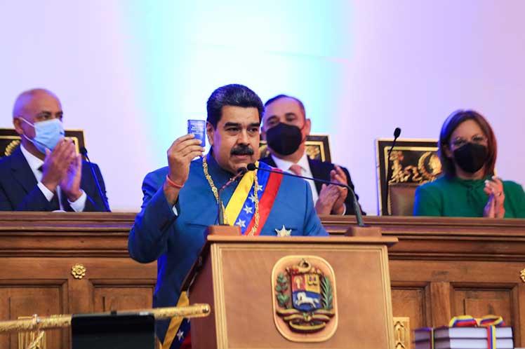 Venezuela proyecta elevar producción de petróleo