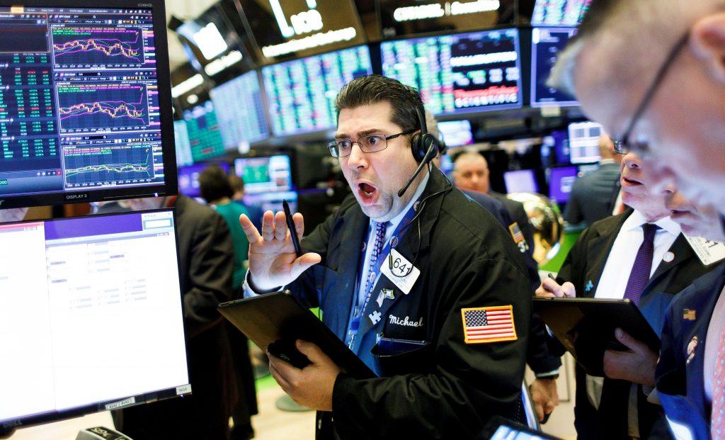 Wall Street cierra en rojo tras los récord del viernes y el Dow baja 0,29 %