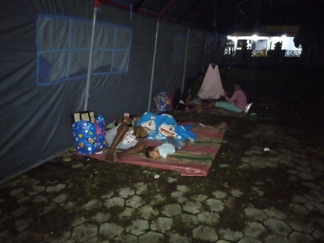 Gempa Besar Di Maluku, Warga ngungsi Di Rumah Bupati