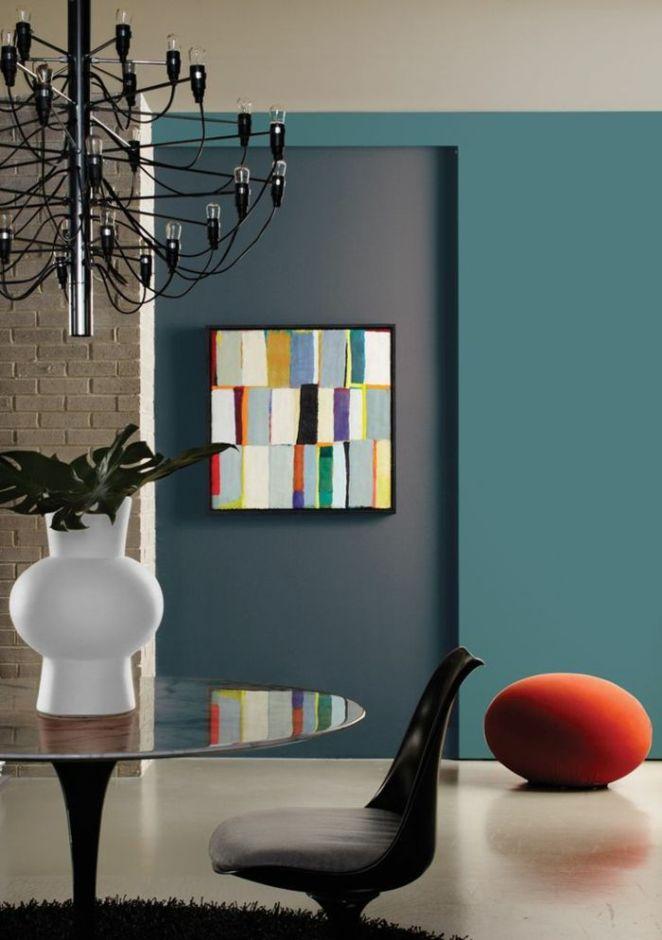 D co salon un joli salon avec murs de couleur bleu fonc - Choisir peinture salon ...