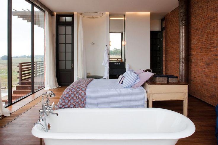 awesome chambre coucher avec baignoire salle de bains attenante parquet en bois et with salle de bain dans la chambre
