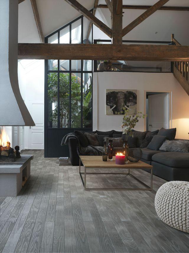 d u00e9co salon - salon chic avec des poutres en bois et du parquet massif