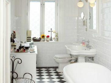 id e d coration salle de bain salle de bains bleue lumineuse avec son meuble sous vasque. Black Bedroom Furniture Sets. Home Design Ideas