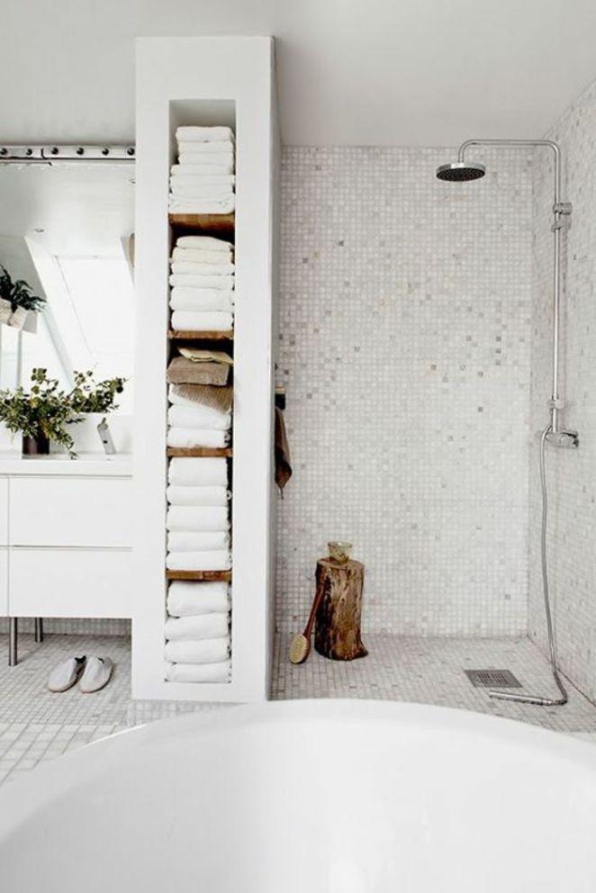 Idée décoration Salle de bain - salle de bain avec mosaique blanc ...