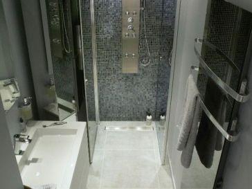Id e d coration salle de bain how to frame a mirror in 5 for Idee salle de bain en longueur