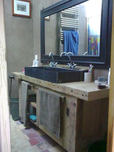 id e d coration salle de bain un tabli transform en meuble de salle de bain avec vasque en. Black Bedroom Furniture Sets. Home Design Ideas
