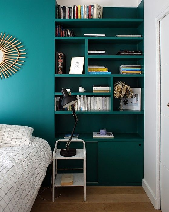 d co salon chambre chevet biblioth que tag res t te de lit bleu vert. Black Bedroom Furniture Sets. Home Design Ideas