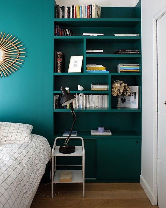 d co salon chambre chevet biblioth que tag res t te de lit bleu vert. Black Bedroom Furniture Sets. Home Design Ideas