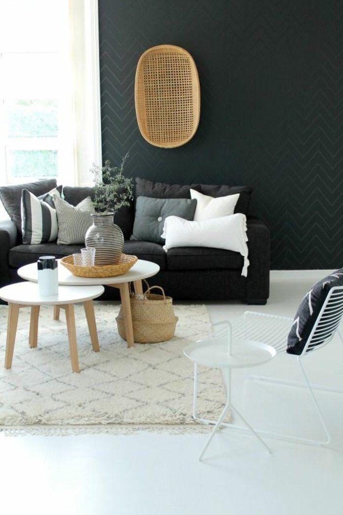 Dco Salon  deco nordique avec tapis beige et canap gris mur noir et lustre en rotin