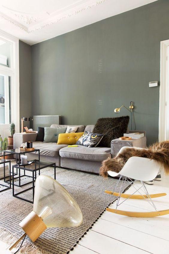 Déco Salon - salon mur vert kaki jaune moutarde eames - ListSpirit ...