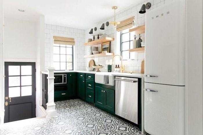 affordable amazing ide relooking cuisine u modele de cuisine campagnarde en vert emeraude carrelage blanc etageres en boiu with cuisine campagnarde with
