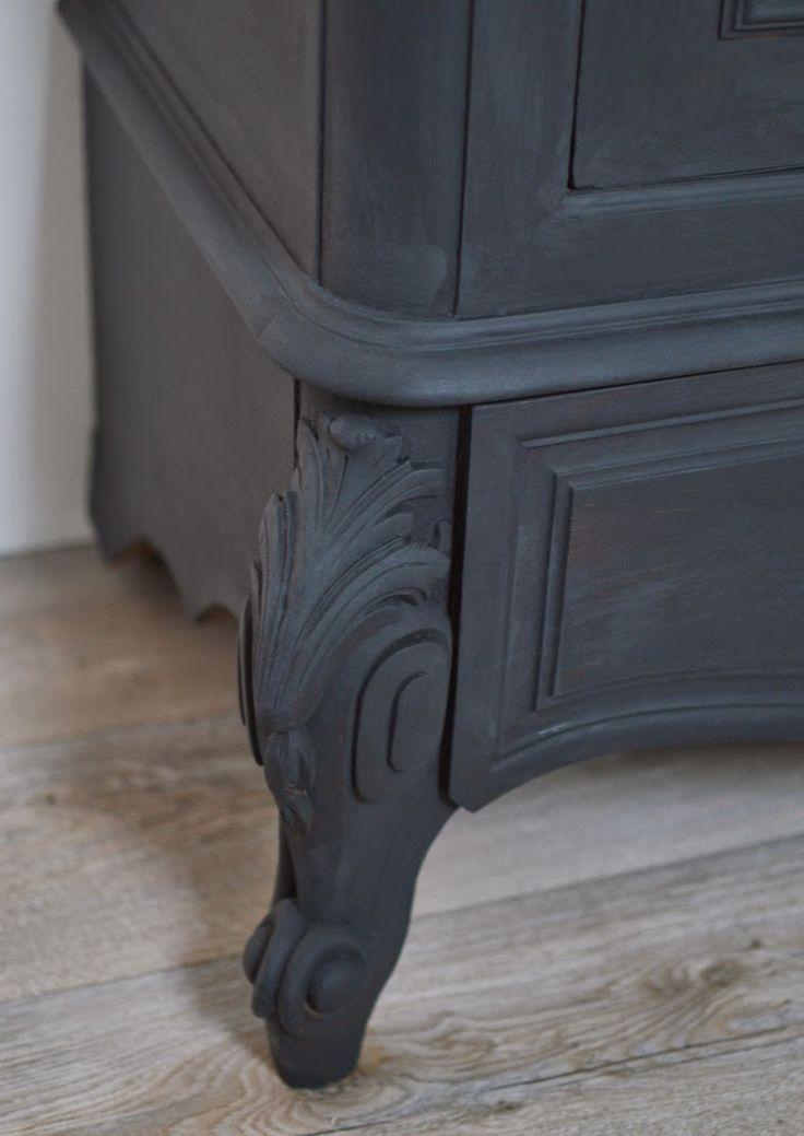 relooker armoire ancienne armoire peinte ancienne pice unique dcor uzs au me with relooker. Black Bedroom Furniture Sets. Home Design Ideas