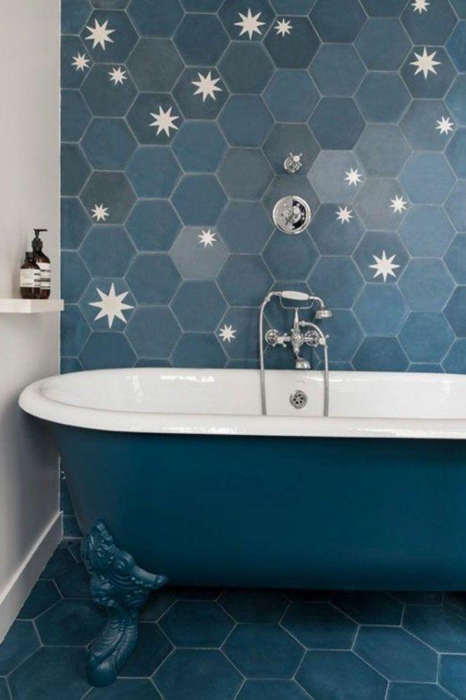 id e d coration salle de bain modele da carrelage bleu dans une salle de bain vintage. Black Bedroom Furniture Sets. Home Design Ideas