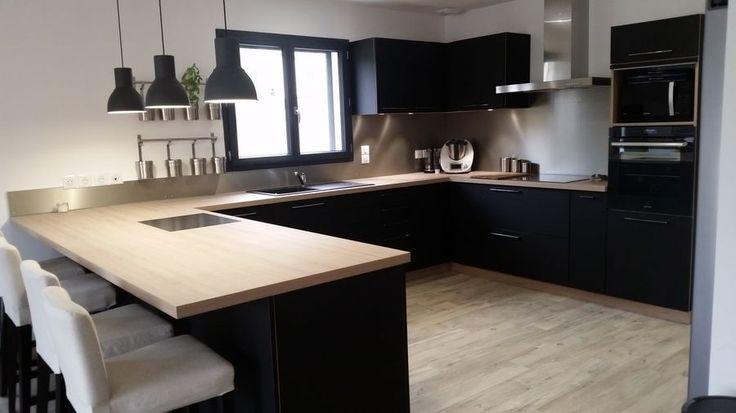 id e relooking cuisine cuisine meubles noirs plan de travail bois clair. Black Bedroom Furniture Sets. Home Design Ideas