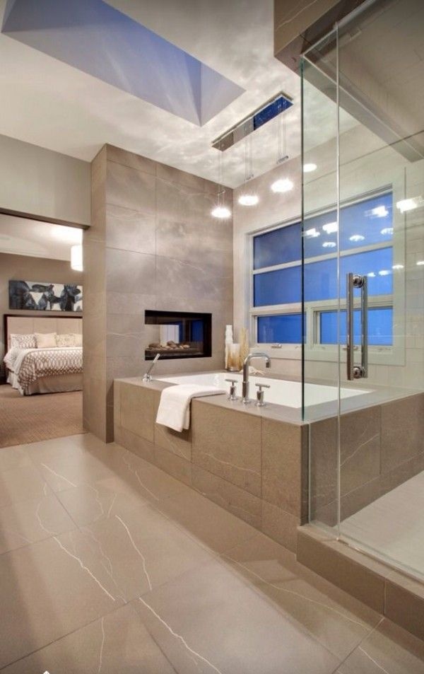 Idée décoration Salle de bain - Salle de bains avec très grande ...