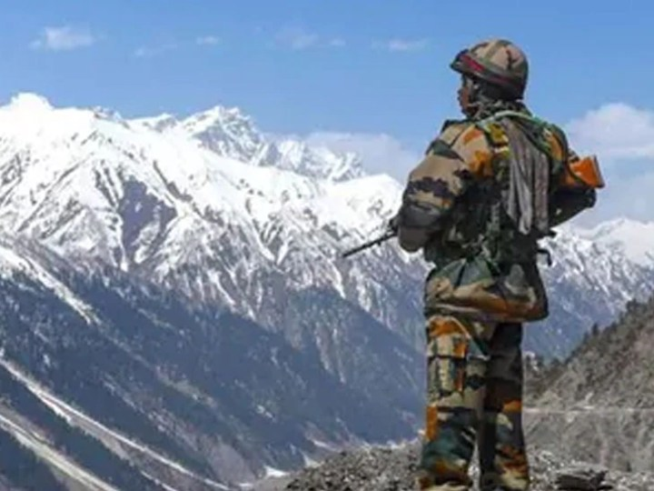 Indian Army apprehends a chinese soldier in Demchok sector in eastern ladakh | तनातनी के बीच लद्दाख में पकड़ा गया चीनी सैनिक, भारतीय सेना पूछताछ में जुटी