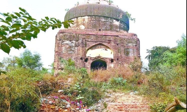 World Heritage Week: History Of Parvej Ka Maqbara – पर्यटक अपार, धरोहरें बेहाल: खंडहर में तब्दील हुआ मुगल बादशाह जहांगीर के बेटे परवेज का मकबरा