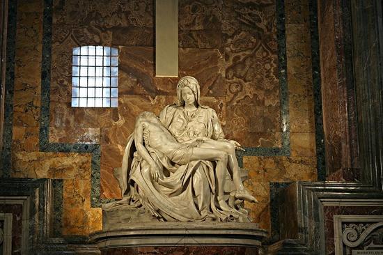 800Px-Michelangelo's Pieta 5450