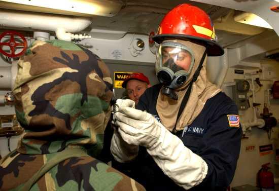 Us Navy 030302-N-6077T-002 Chemical, Biological Warfare Training Aboard Uss Higgins Ddg 76