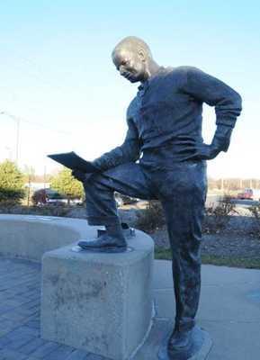 Jack-Trice-Stature