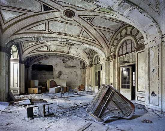 Ruins-Of-Detroit Marchand-And-Meffre 18