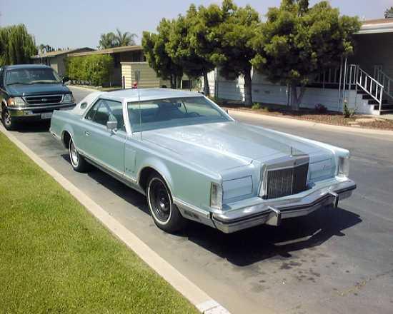 Lincoln-Continental-Mark-V-08