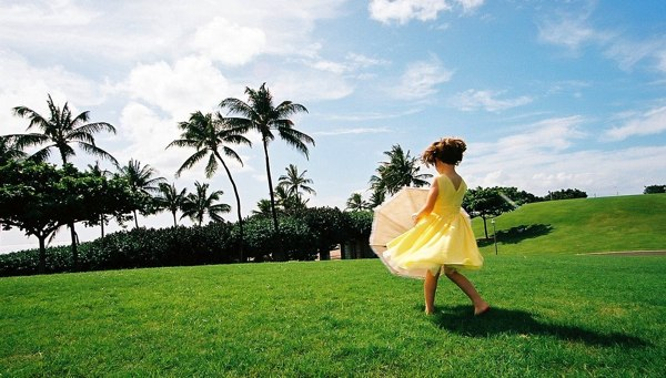 Spinning-With-The-Umbrella-In-A-Yellow-Flower-Dress-761758