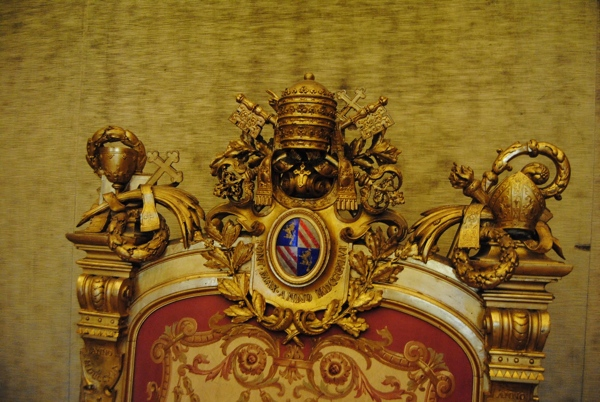 Papal Throne Top