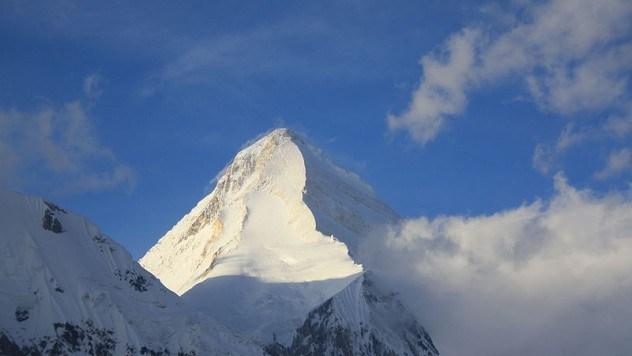 800px-Khan_Tengri_Pyramid