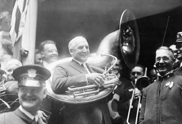 1920 Warren G. Harding playing sousaphone at Democratic convention