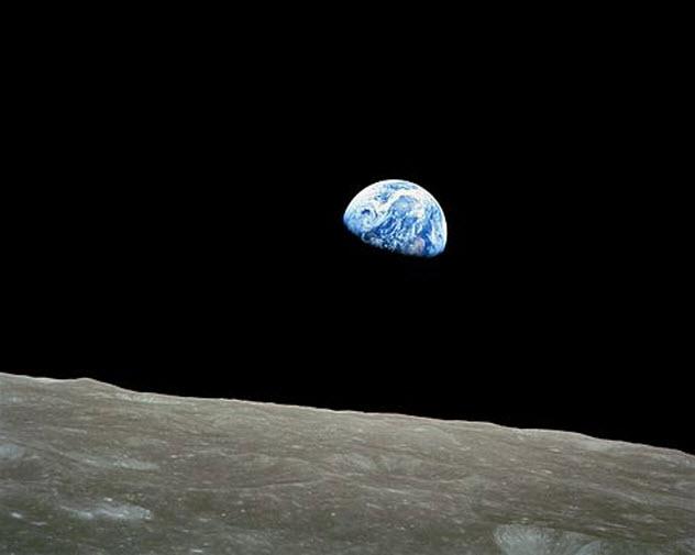 10-earthrise