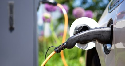 Power supply for hybrid electric car