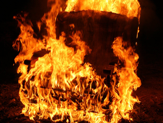 9-burning-chair_000007744894_Small