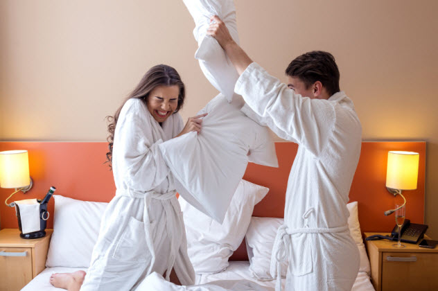 9-pillow-fight-hotel_000043718108_Small
