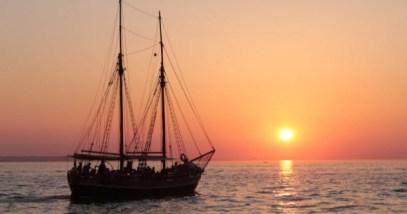 feature-ship-sea_000082386313_Small