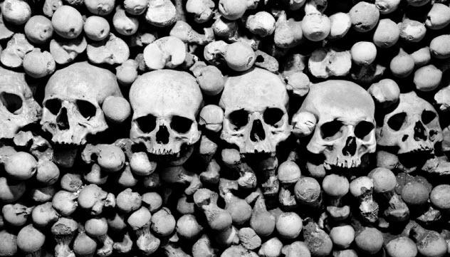 8d-mountain-of-bones