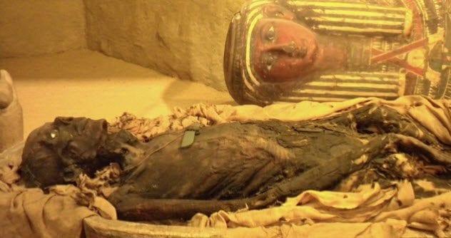 10a-ancient-egyptian-mummy