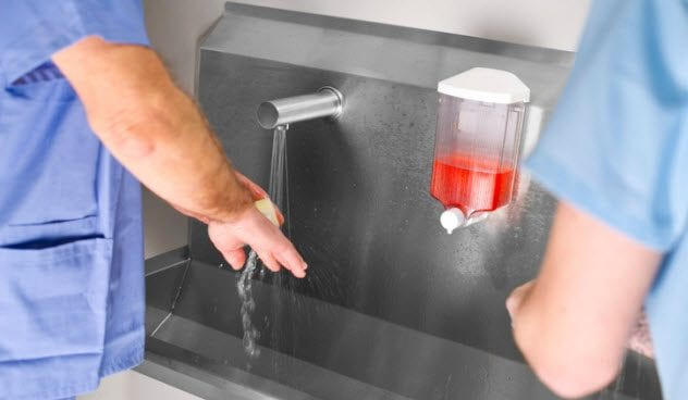 4b-scrubbing-up-174810429