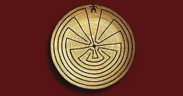 7a-man-in-the-maze-labyrinth-design