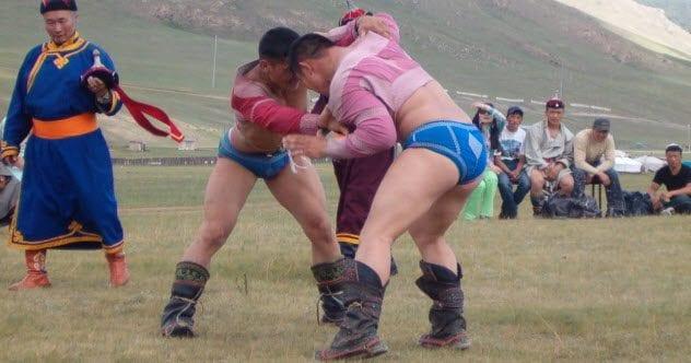 10-mongol-warriors-wrestling