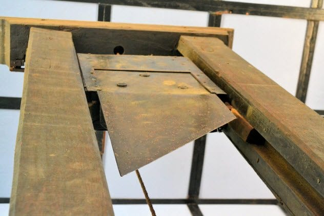 1a-old-guillotine-464077213