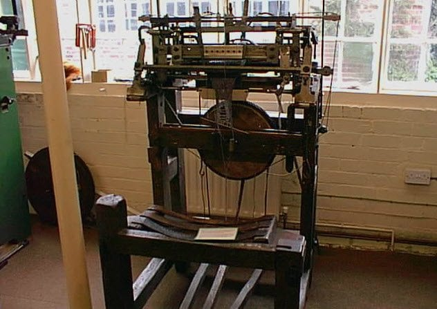 9a-stocking-frame-knitting-machine